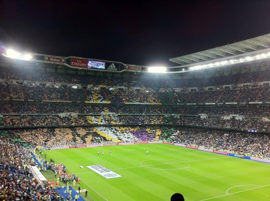 Das 8 größte Fußballstadion der gesamten Welt