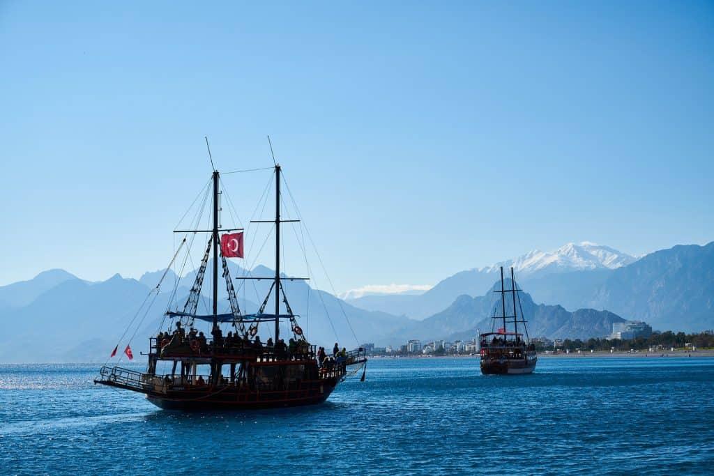 Die türkische Riviera wer hier einen Urlaub macht sollte aufjedenfall eine Bootstour mit einem Piraten Schiff im Urlaub machen
