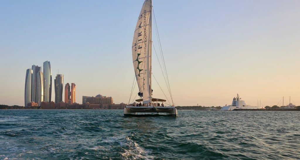 Katamaran fahren in den Vereinigten Arabischen Emiraten