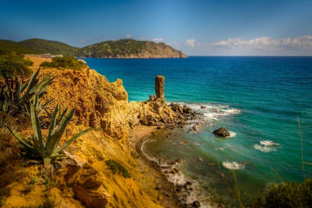 Selbst im Oktober und November kann man auf Ibiza noch einen Badeurlaub planen