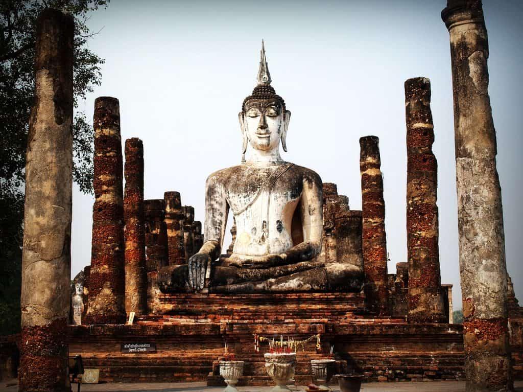 Thailändische Inseln sind berühmt dafür das man einen Big Buddah findet