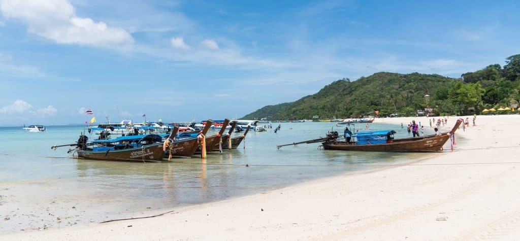 Von Phuket kann man bequem Touren nach Phi Phi Island oder Cocoisland machen
