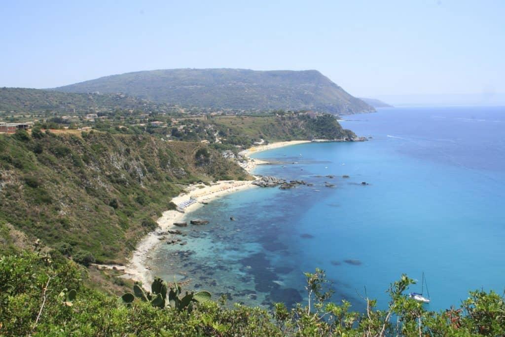 Wundervolle Küsten mit einsamen Buchten findet man in Kalabrien überall