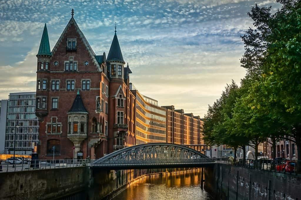 Hamburg für eine Städtereise in die Speicherstadt eignet sich so ein Gutschein extrem, da man an verschiedenen Events extrem viel für ein Hotel in der Hafenstadt zahlt