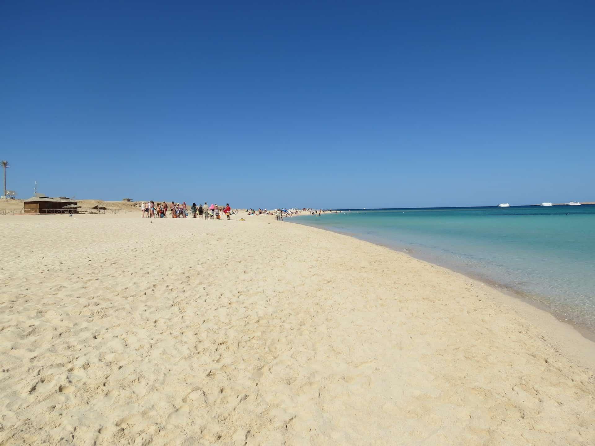 Im Glück am Strand von Hurghada