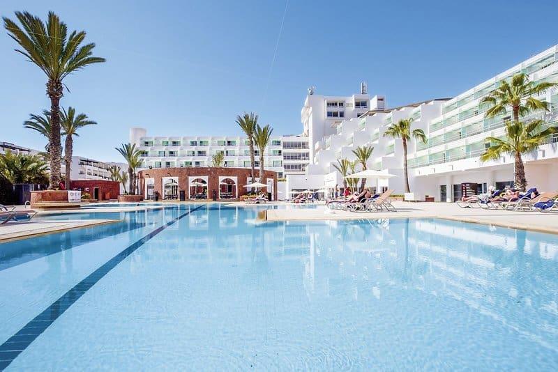 69% positive Bewertung hat das 4 Sterne Hotel - Poolanlage