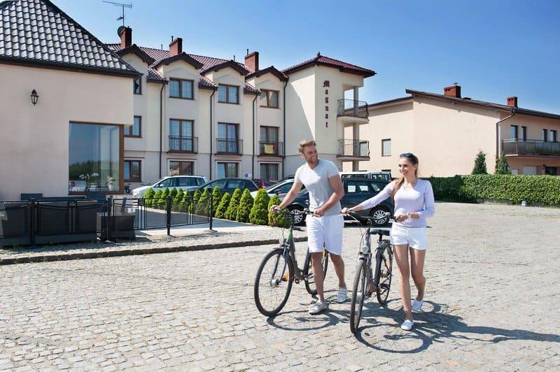Bei gutem Wetter kann man sich ein Fahrrad im Hotel leihen und die Ortschaft erkunden