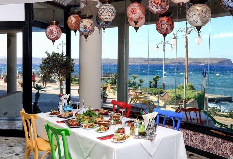 Frühstück inklusive mit diesem Ausblick auf das Mittelmeer