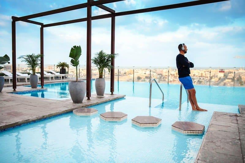 Rooftop vom Voco Dubai - Pool