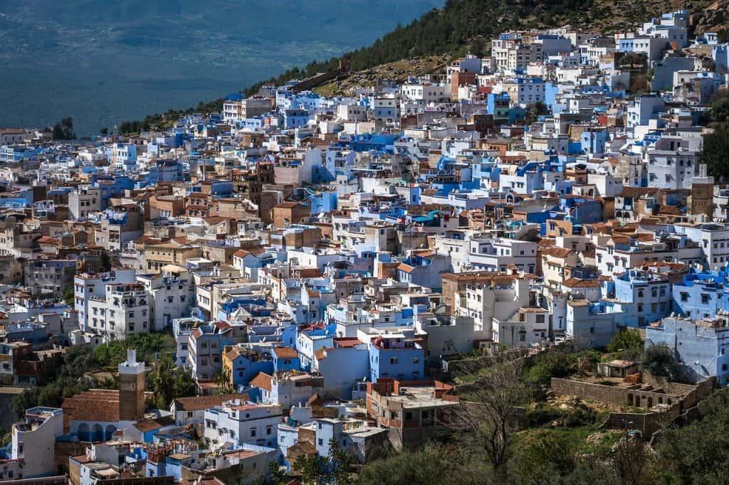 Sie wird die blaue Stadt genannt und Ihr werdet in der City viele Blautöne finden überall