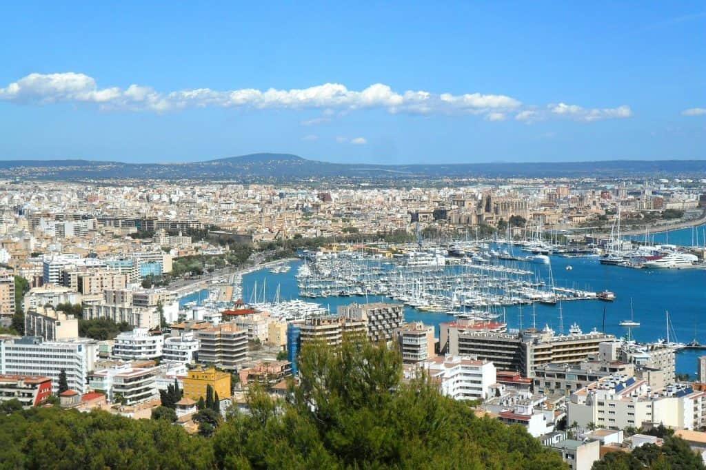 Städtetrip nach Palma Stadt - am besten finde ich die Unterkünfte am Hafen mit dem tollen Ausblick auf die Bucht von Palma