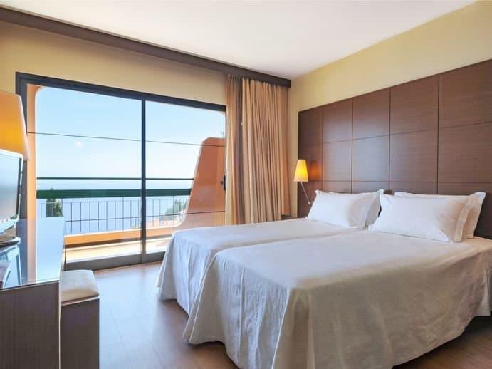 Atemberaubende moderne Zimmer mit Meerblick erwarten euch bei einem Portugal Urlaub auf Madeira