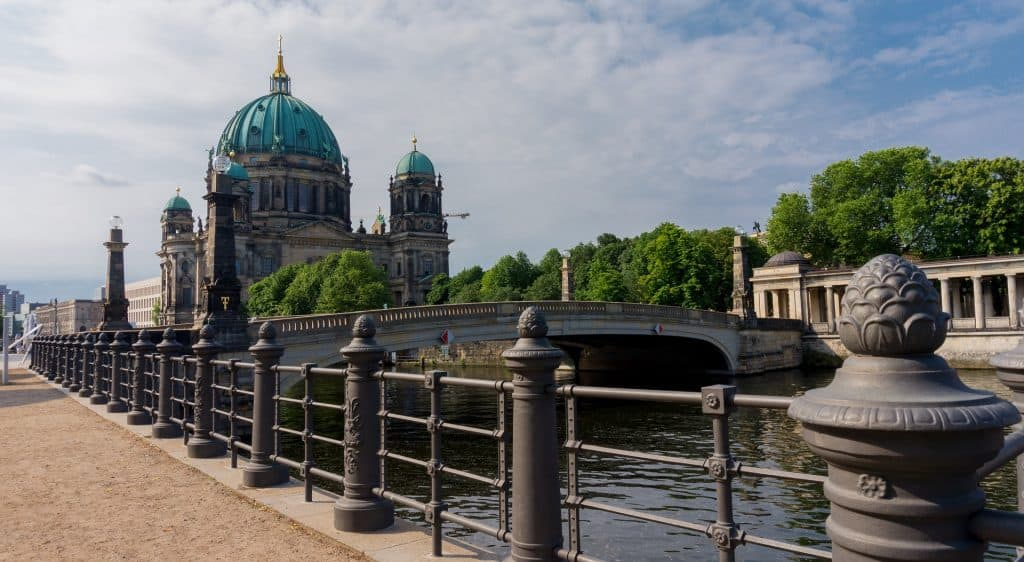 Billigflug Berlin hier günstig buchen