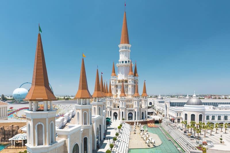 Die fürstliche Hotelanlage in Antalya für einen außergewöhnlichen Badeurlaub