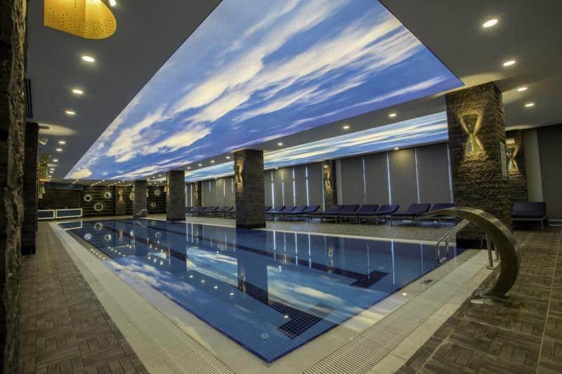Hallenbad im Spa bereich des guten Resorts