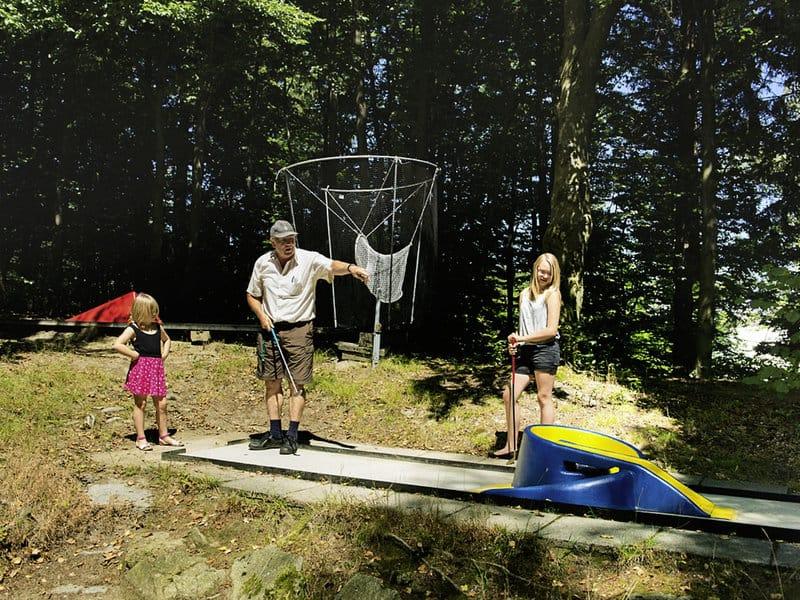 Im Ferienort in Bayern gibt es eine Minigolf Anlage