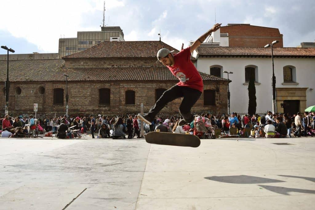 Im Stadtkern wimmelt es von Skatern, Künstlern und Musikern