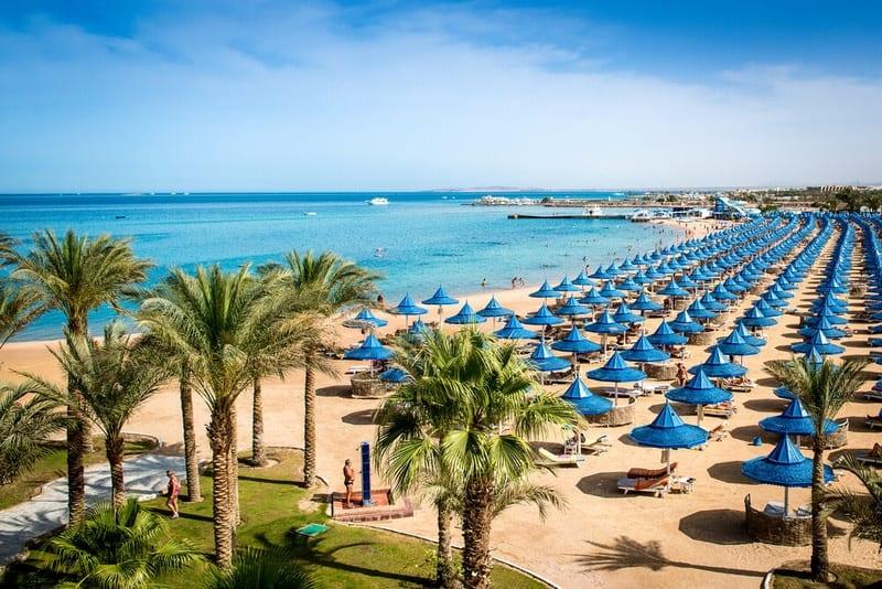 Sandstrand inkluisive Liegen nur für Hotelgäste vom Grand Hotel & Grand Resort