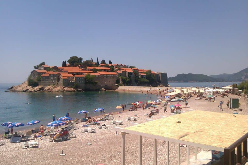 Strandabschnitt an der Sveti Stefan Insel