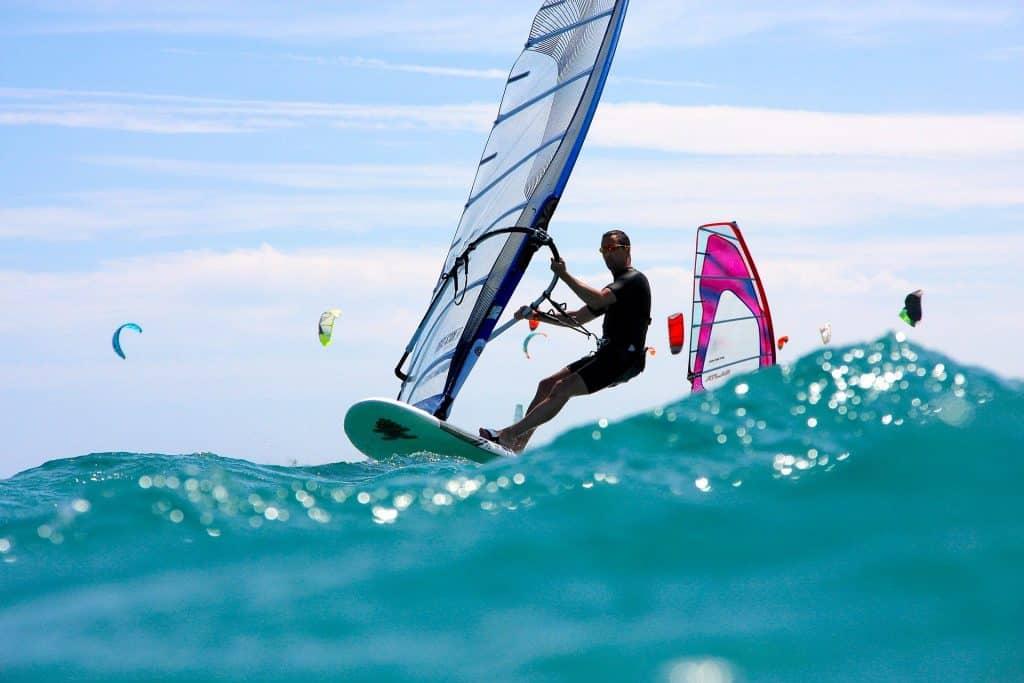 Wassersport & Surfer sammeln sich alle im Norden der Insel hier hat man die besten Wellen