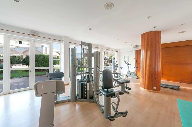 Zudem Fitnesstudio gibt es noch einen Spa Bereich ( Sauna, Dampfbad & einen Miniclub )