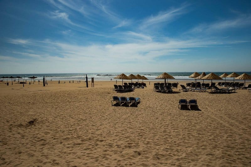 Das Hotel liegt direkt am Strand - die Promenade ist 9 Kilometer lang