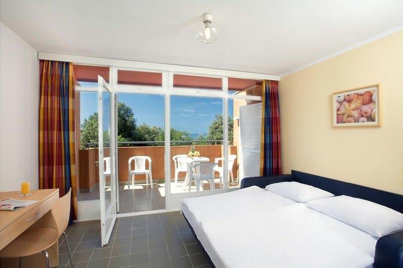 Die Zimmer bieten zudem eine Küche inkl. Wohnbereich