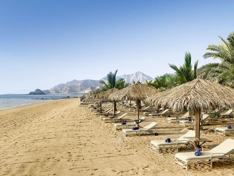 Ein Traumstrand erwartet euch beim Hauptgewinn nach Fujairah in das 5 Sterne Hotel Le Meridien Al Aqah Beach Resort