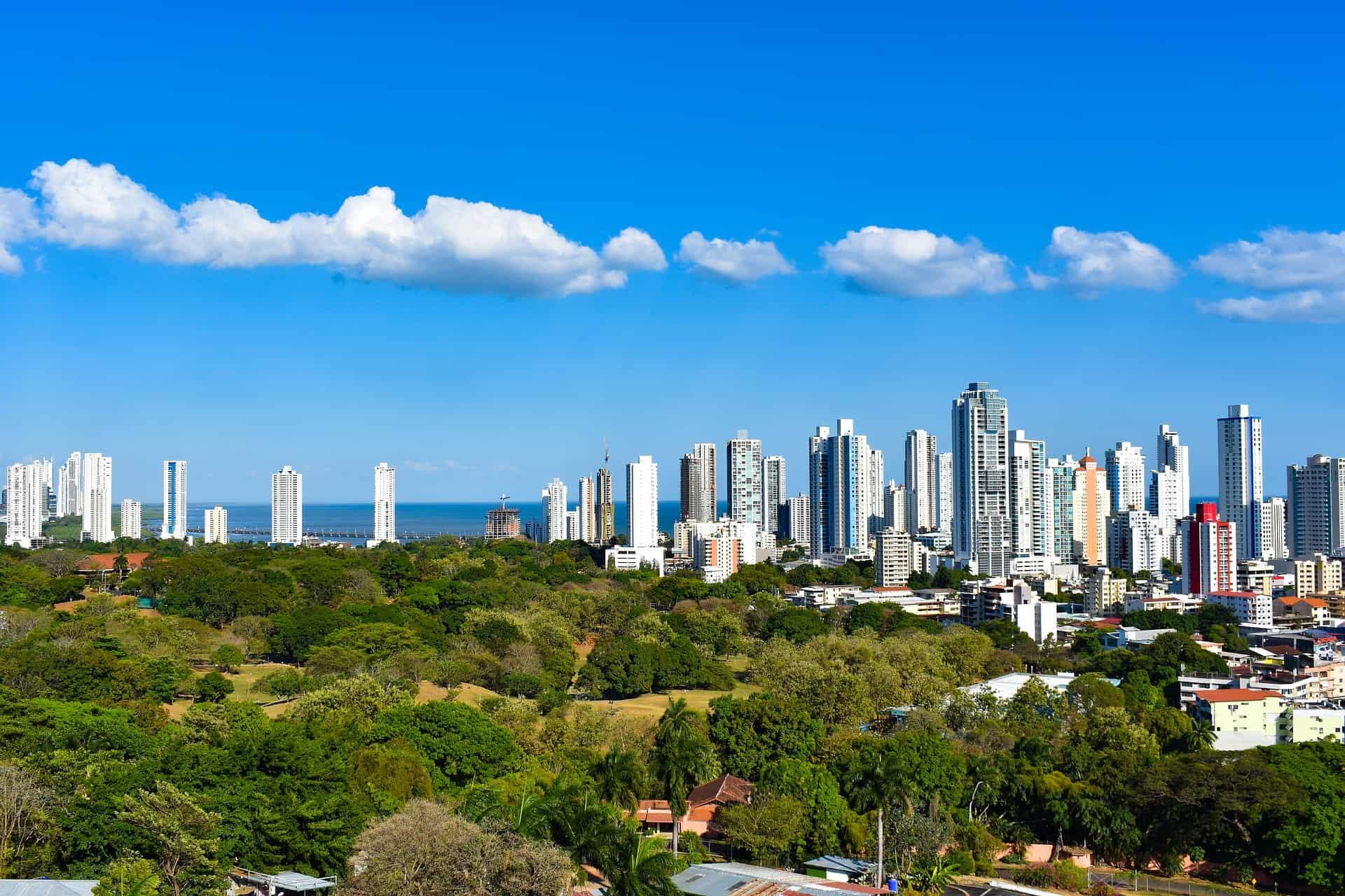 Eine moderne Stadt erwartet euch in zentral Amerika