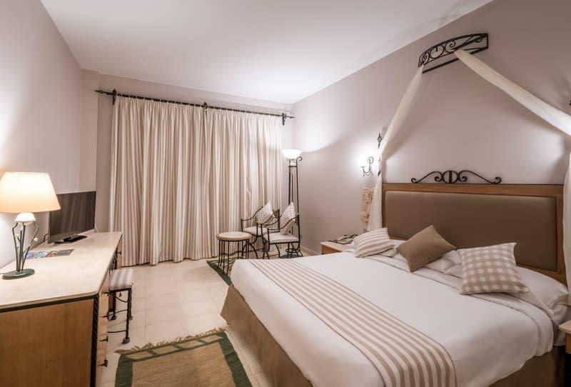 Einfaches Hotelzimmer