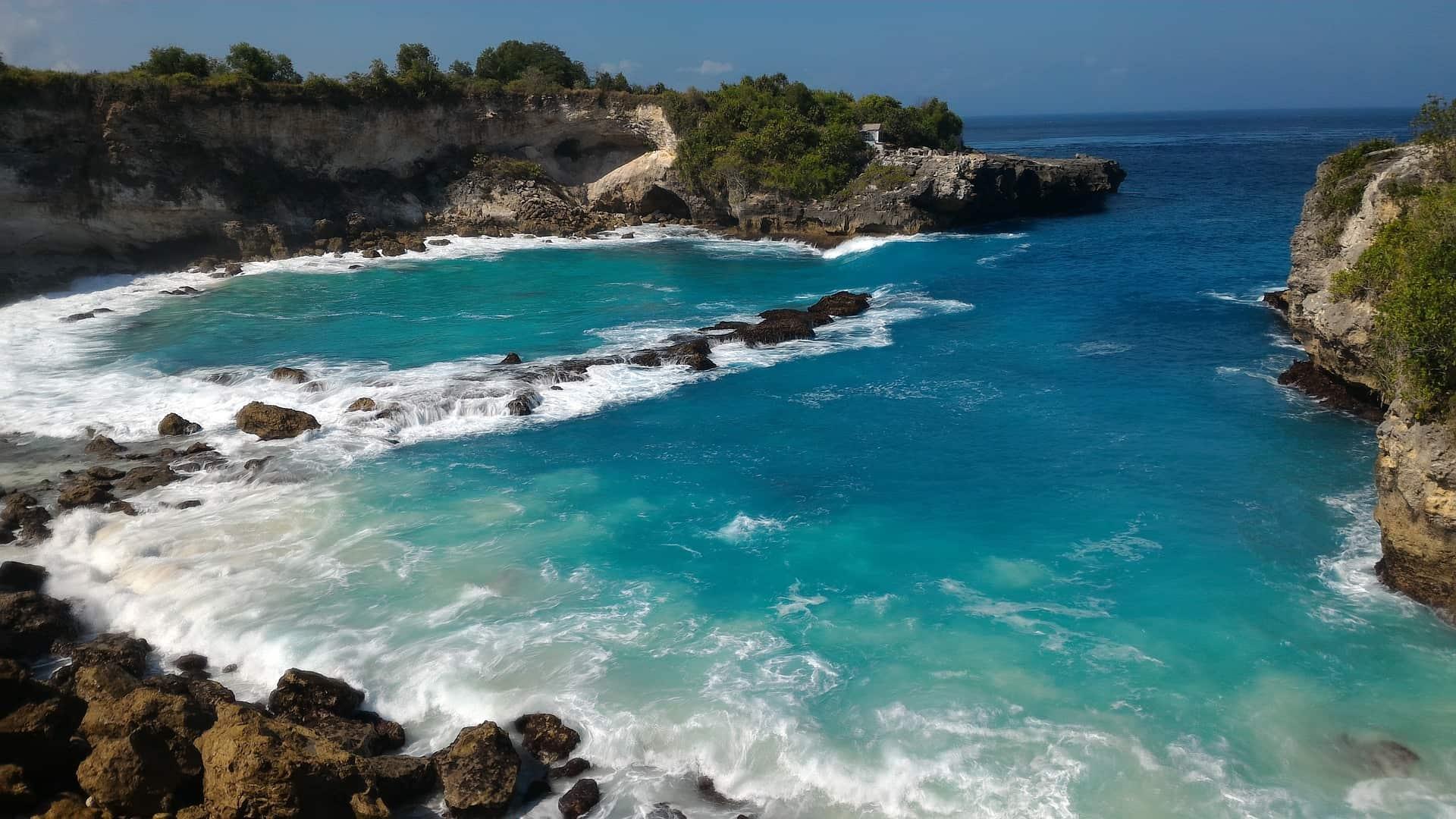 Euch erwarten atemberaubende blaue Lagunen