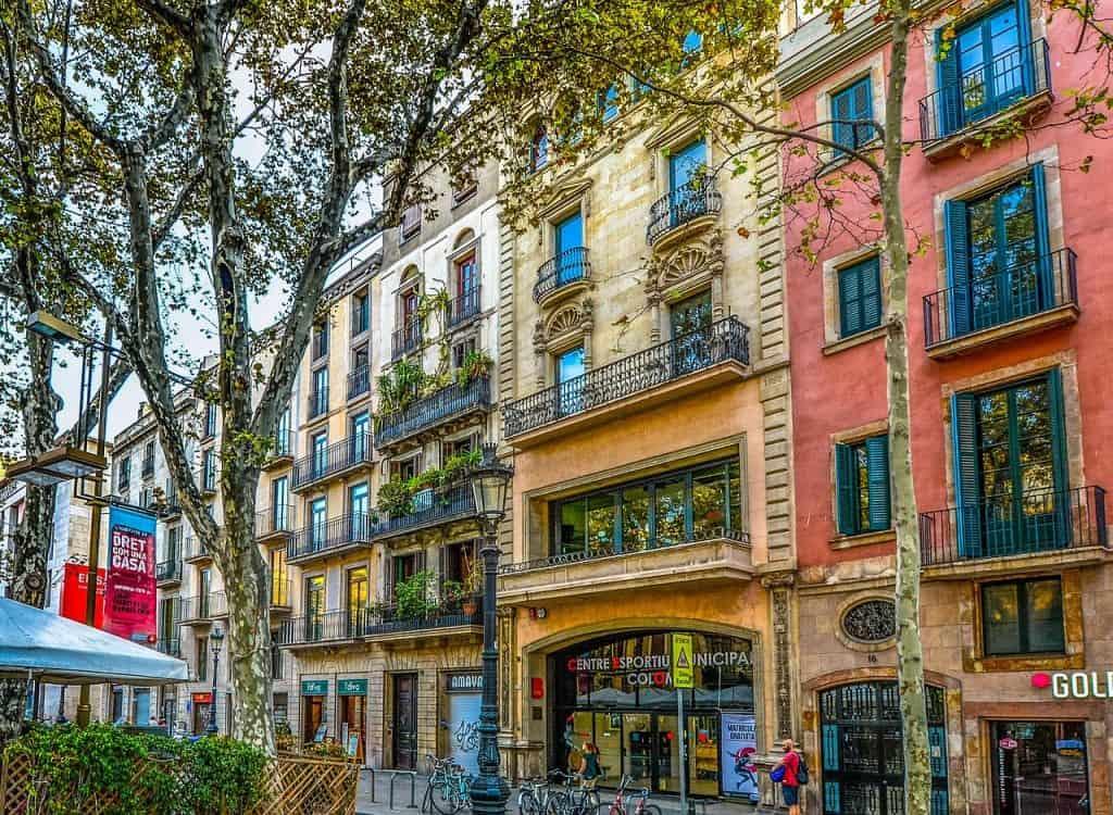 Freut euch auf eine schöne Städtereise zum Tiefpreis an die Millionen Metropole am Mittelmeer
