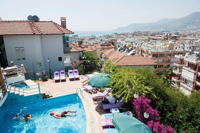 Hotelanlage mit wunderschönem Blick auf die Bucht vom Kleopatra Beach