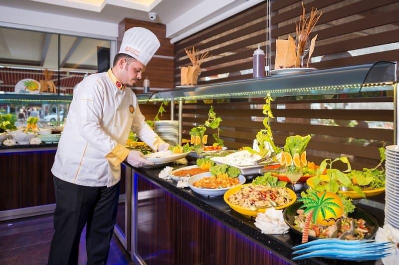 Ihr werdet von der orientalischen Küche im Buffetrestaurant verwöhnt