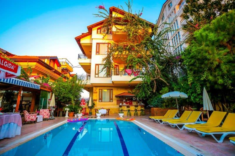 In gemütlicher Atmosphäre den Urlaub verbringen zwei Pools gibt es im Hotel