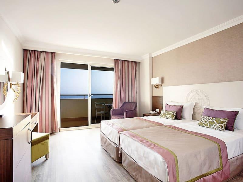 Moderne gemütliche Zimmer erwarten euch in den 5 Sterne Resorts