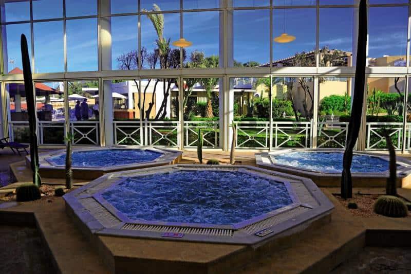 Whirlpool im Glashaus