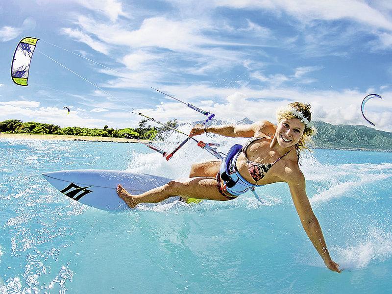 Am Strand steht Windsurfen, Kitesurfen und Wassersport an erster Stelle
