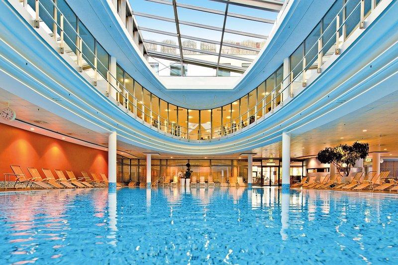 Auf der zweiten Etage ist ein Fitnesstudio - Pool