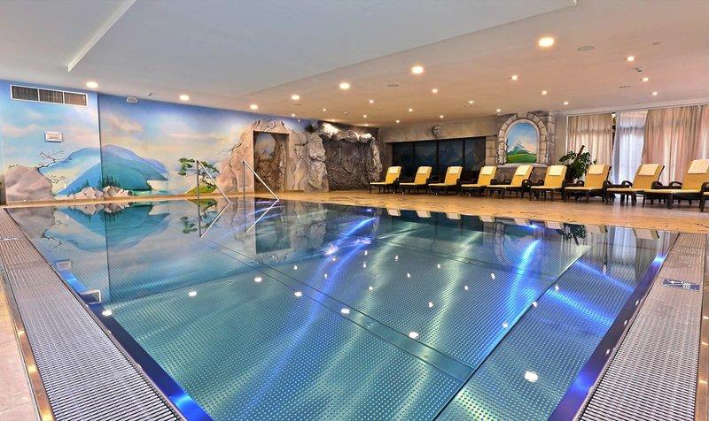 Das Hallenbad im gemütlcihen Hotel mit 92 Zimmer - Hotel Victoria Kaprun