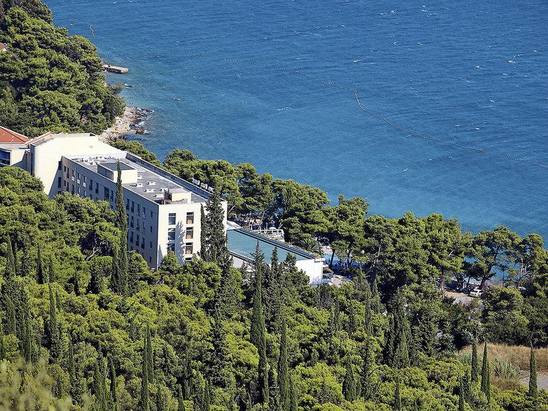 Mitten im Pinienwald liegt die 4 Sterne Unterkunft für den perfekten Kroatien Urlaub