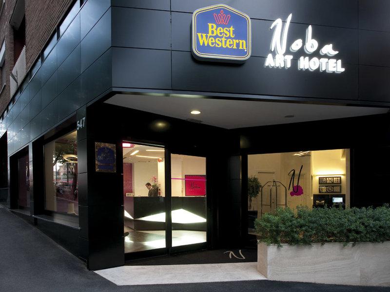 Noba Hotel - Eingang vom ibis