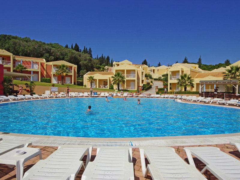 Ob am Pool oder im Mittelmeer - günstiger Badeurlaub garantiert