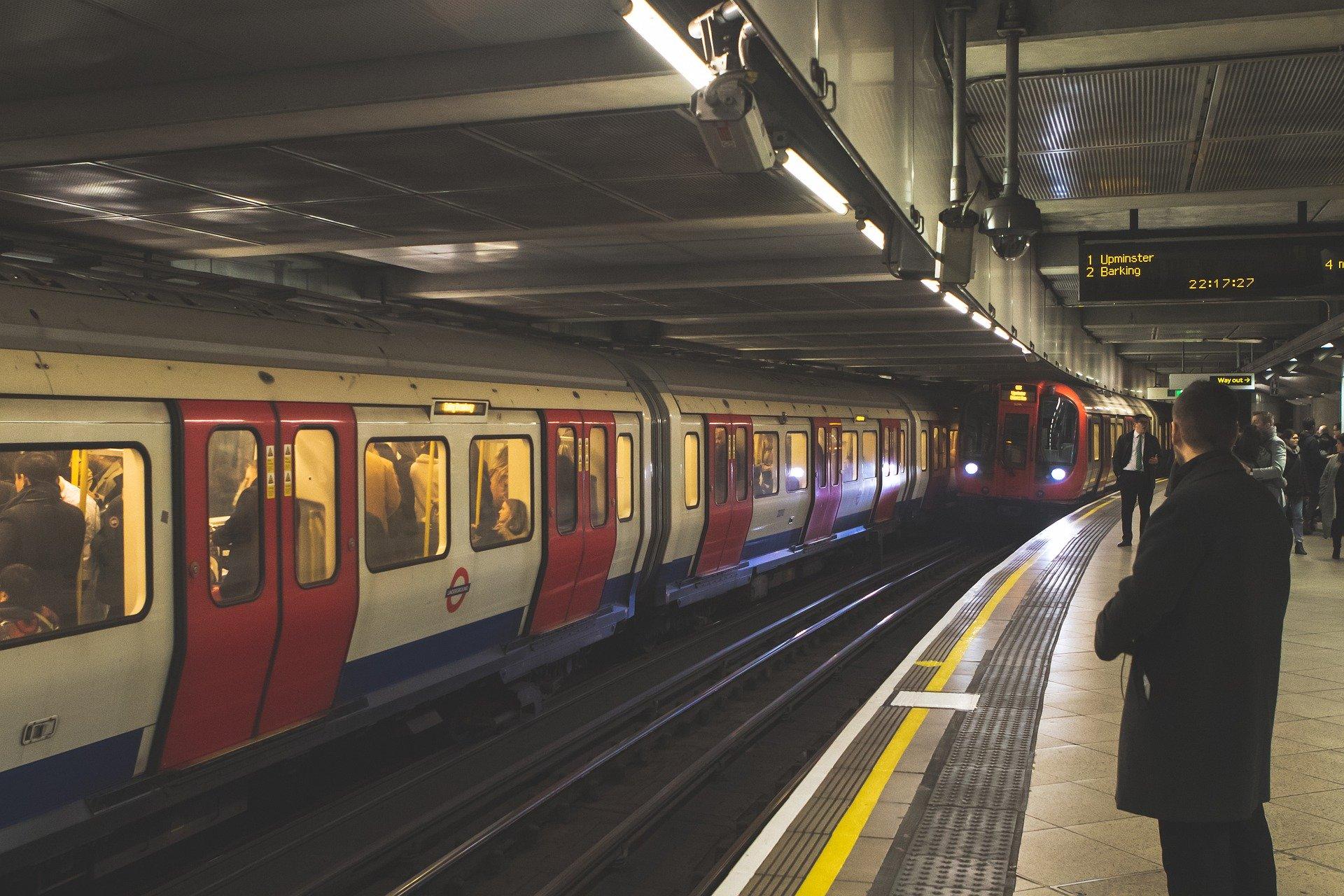 Tower Hill Street Tube - mit der Underground Station sollte man sich bewegen in der Stadt