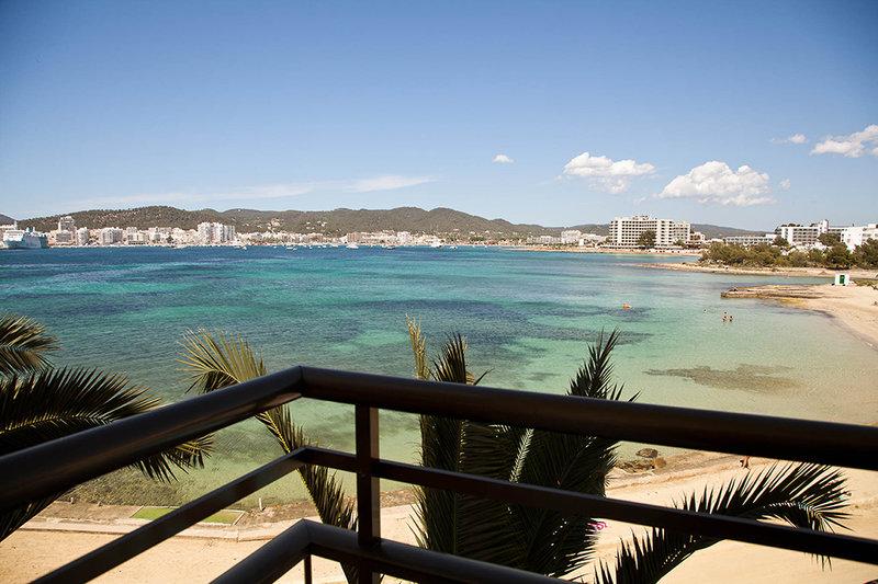 Zimmer mit Balkon ein herrlicher Blick auf das Meer