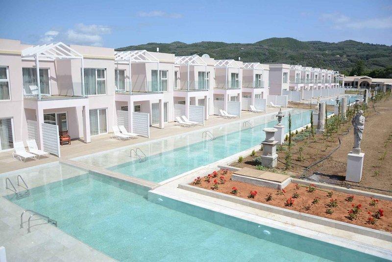 Zimmer mit direktem Poolzugang im Erwachsenenhotel auf Korfu