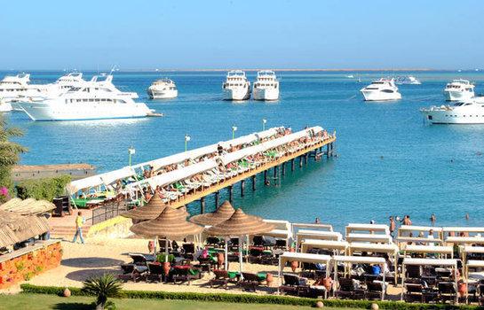 direkte Strandlage bietet das Hotel mit über 121 Zimmern