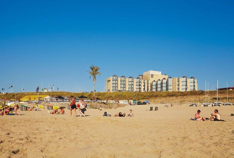 direkte Strandlage hat das NH Hotel
