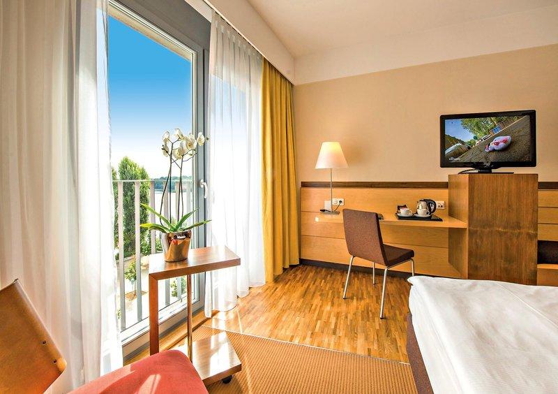 einfaches Zimmer im 4 Sterne Hotel Spandau
