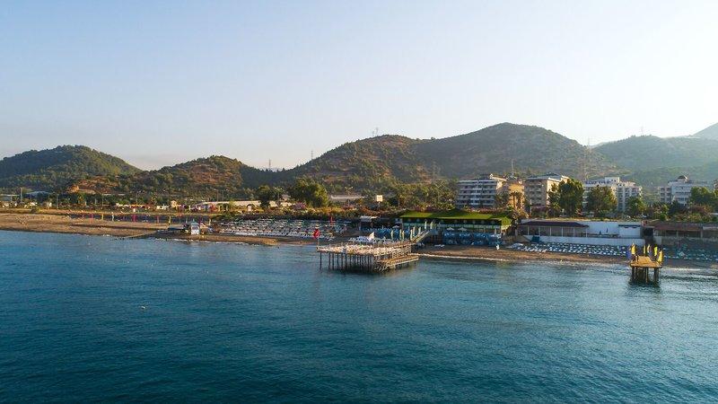 Blick vom Hotel auf das Familienfreundliche Hotel Beach CLub Doganay